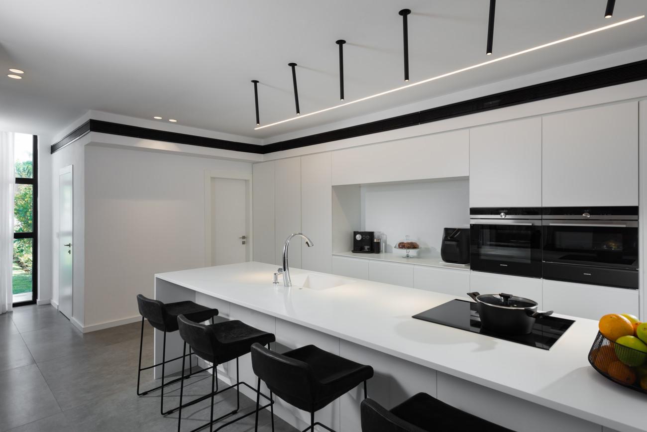 """תכנון קוריאן לבן למטבח • קוריאן שיק בע""""מ"""