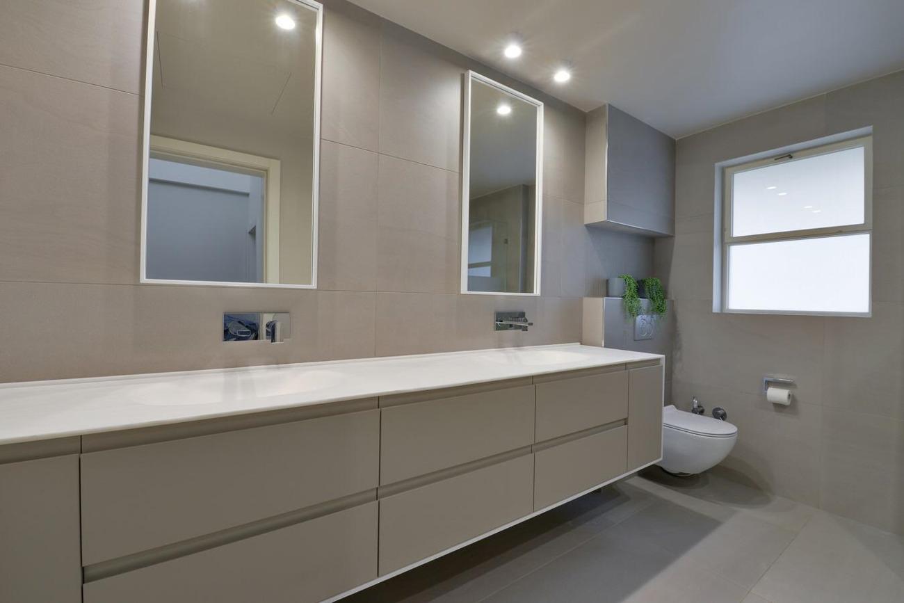 חדר אמבטיה מעוצב קוריאן. צלם: איל תגר, אדריכל: טל פיאסט.