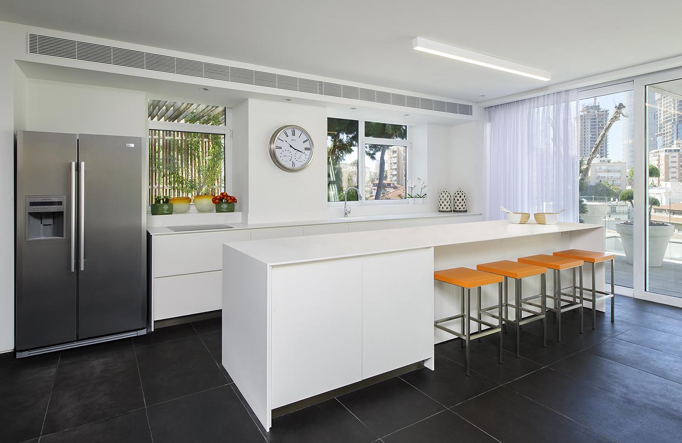 """תכנון עיצוב מטבח באמצעות אי קוריאן לבן • קוריאן שיק בע""""מ"""